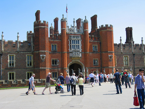 hampton-court-palace1